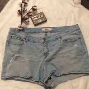 Torrid Light Wash Jean Shorts Size 24 EUC